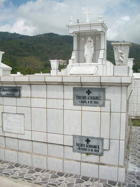 EscazuCentro_Cemetery1g.jpg