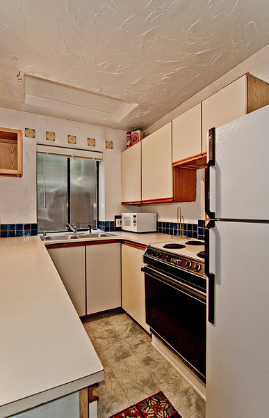 kitchen 2 bottom flr.jpg