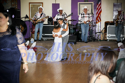First/Mother, Father Dances/Primer, madre padre baila