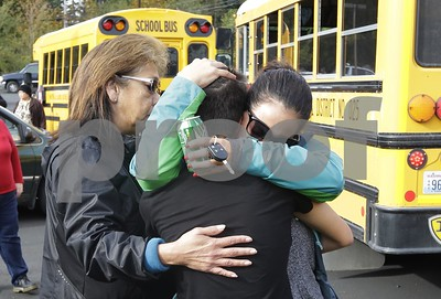 updated-police-say-1-dead-besides-washington-school-shooter