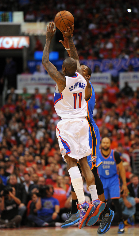 . The Clippers\' Jamal Crawford attempts a three-pointer at the end of the third quarter and the Thunder\'s Kevin Durant is called for a foul. (Photo by Michael Owen Baker/Los Angeles Daily News)