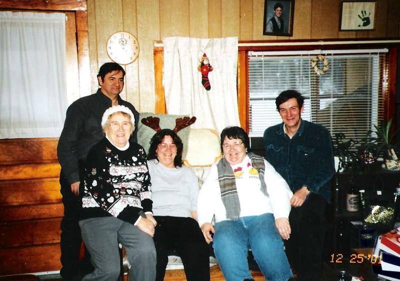 Dale,Diane,Norma,John Brockway & Janine Bruso (xmas 2001).jpg