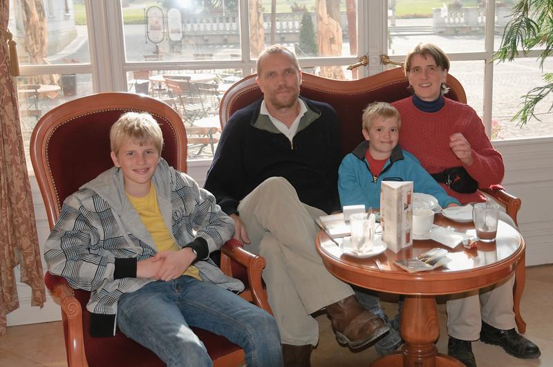 Natürlich mussten wir im Cafe im Schloss die Sachertorte probieren.