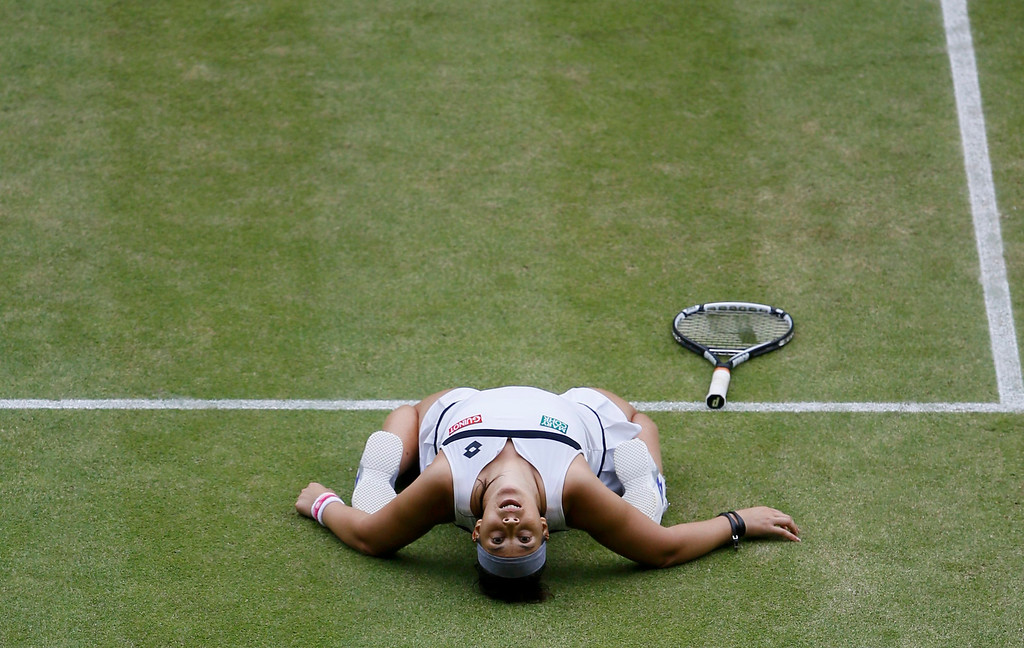 . Marion Bartoli of France celebrates after defeating Kirsten Flipkens of Belgium in their women\'s semi-final tennis match at the Wimbledon Tennis Championships, in London July 4, 2013.    REUTERS/Kirsty Wigglesworth/Pool
