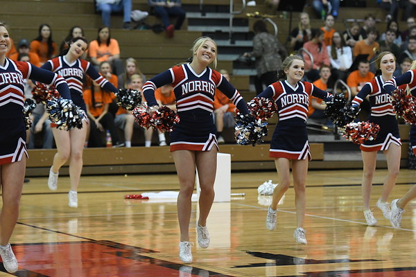 Cheerleaders @ BBB-Beatrice-Districts