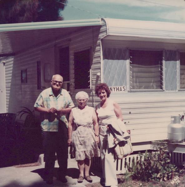 1976 Tony, Flo and Viv in Florida.jpeg