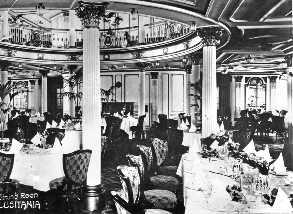 . circa 1909:  The dining room aboard the British SS \'Lusitania.\'  (Photo by Hulton Archive/Getty Images)