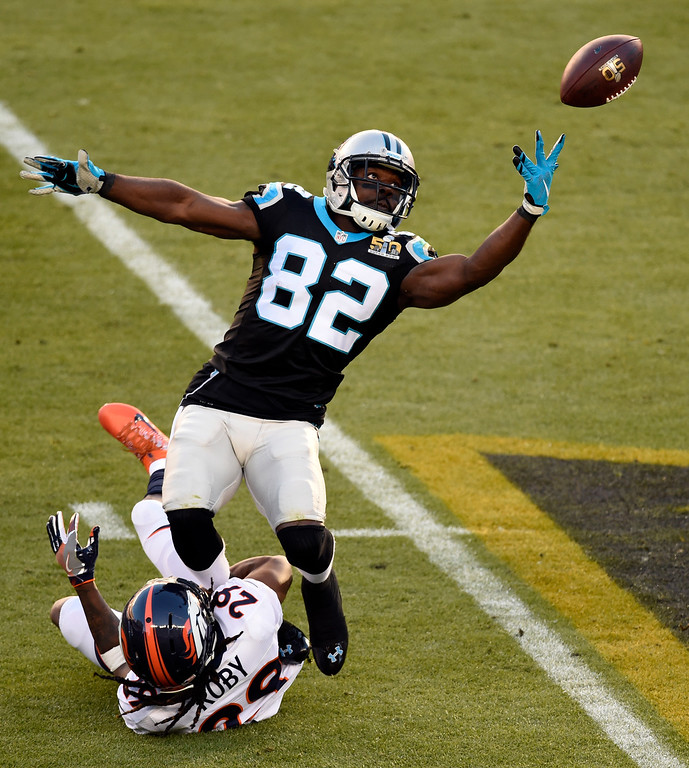 . SANTA CLARA, CA - FEBRUARY 7: Bradley Roby (29) of the Denver Broncos breaks up a pass intended for Jerricho Cotchery (82) of the Carolina Panthers in the first quarter.  The Denver Broncos played the Carolina Panthers in Super Bowl 50 at Levi\'s Stadium in Santa Clara, Calif. on February 7, 2016. (Photo by John Leyba/The Denver Post)
