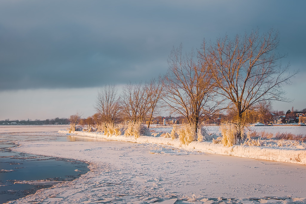 How to Photograph Winter Landscapes - Use the Lens Hood