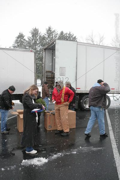 WAA 2014 Wreath Unloading (IGNC)