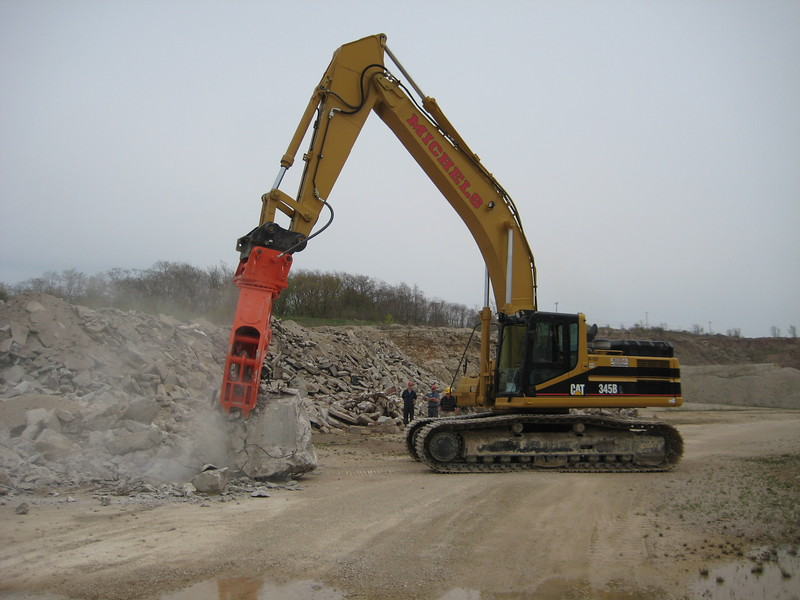 NPK U45JR concrete pulverizer on Cat excavator-crushing concrete (6).jpg