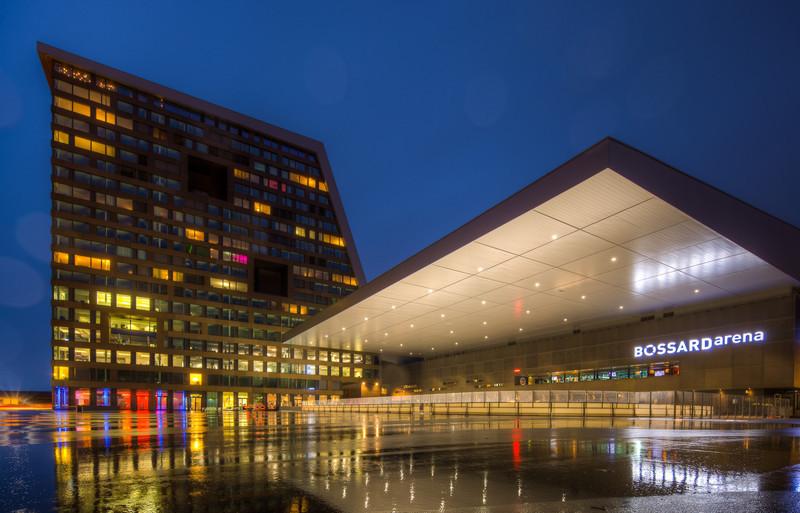 Bossard Arena Regen Nacht.jpg