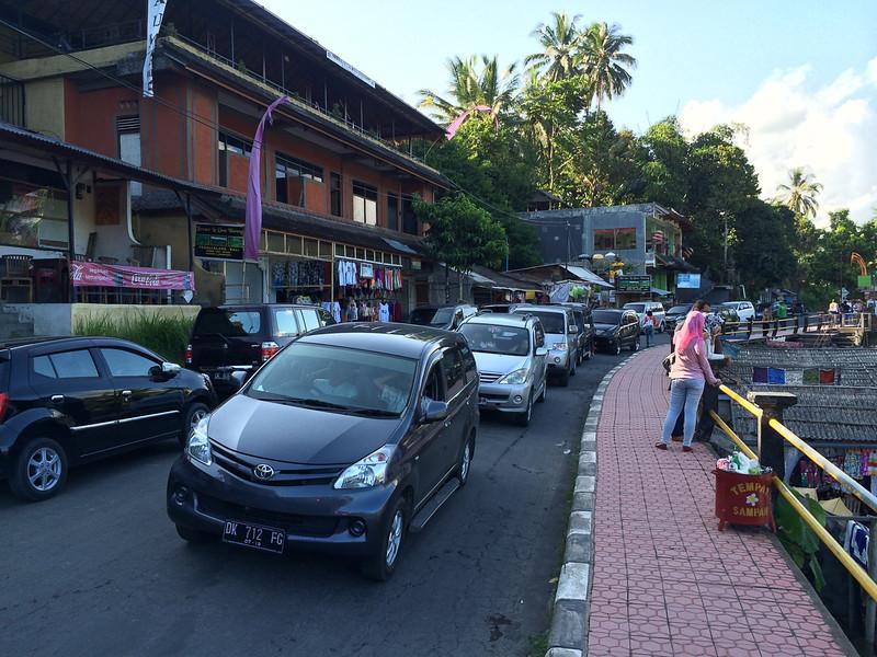 Embouteillages au village.