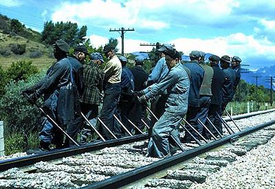 RAILROAD-lining-track_wwii.jpg