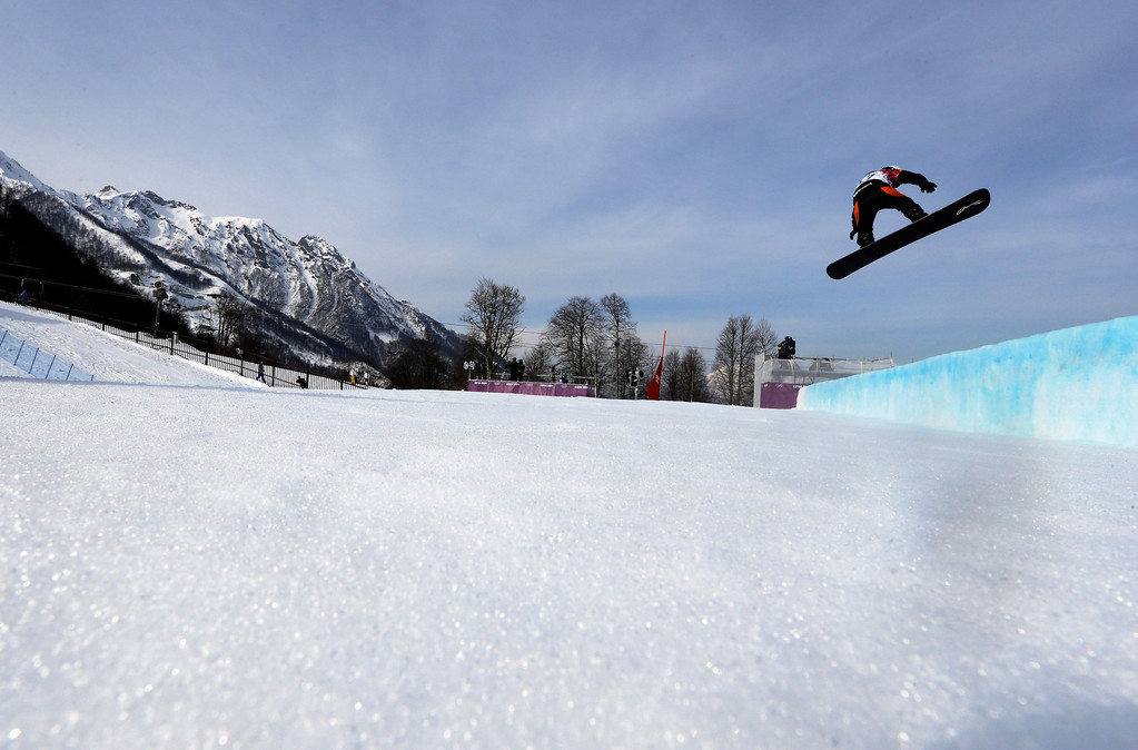 . Netherland\'s Bell Berghuis takes a jump during the women\'s snowboard seeding runs at the Rosa Khutor Extreme Park, at the 2014 Winter Olympics, Sunday, Feb. 16, 2014, in Krasnaya Polyana, Russia. (AP Photo/Luca Bruno)