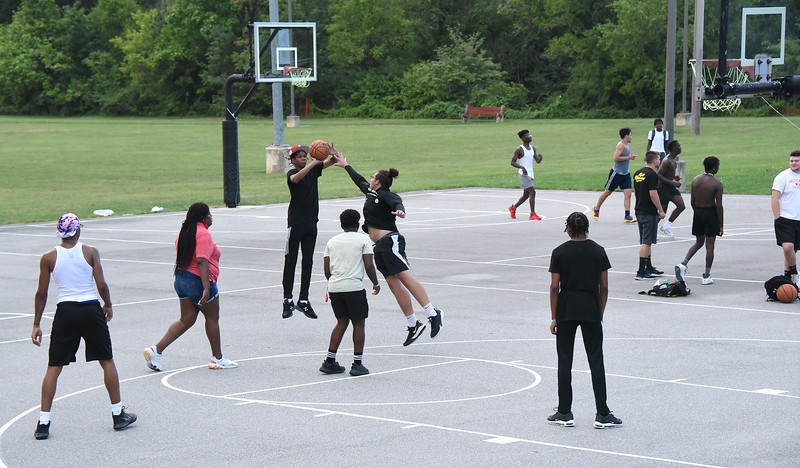 BigRedBBQ_BasketballCourt_ADJ_390.jpg
