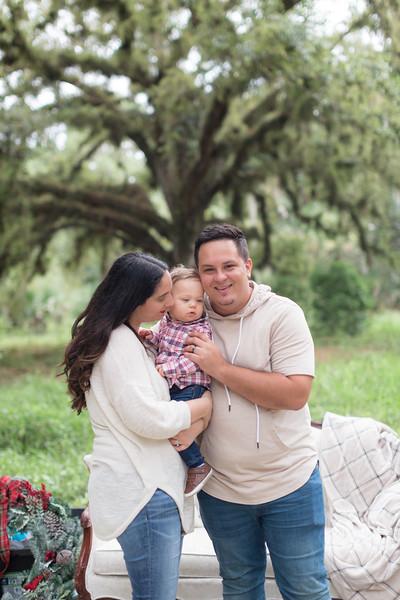 Holiday Minis- Acosta Family-74.jpg