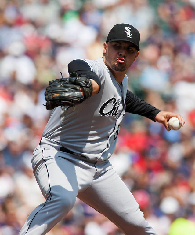 . Chicago White Sox starting pitcher Hector Santiago delivers against the Minnesota Twins during the first inning. (AP Photo/Paul Battaglia)