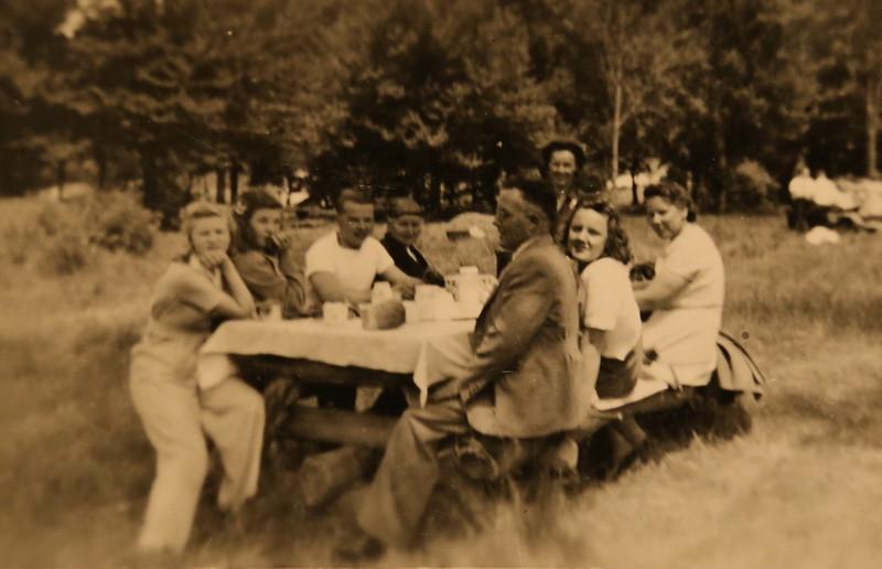 L to R - Unknown,unknown,Arnold,Grandma,Fred,Toots,Bernice,Minnie Knutilla