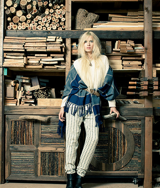 Stylist-Sabine-Feuilloley-Lifestyle-Commercial-Creative-Space-Artists-Management-42-a-green-beauty-issue-doublepages.jpg