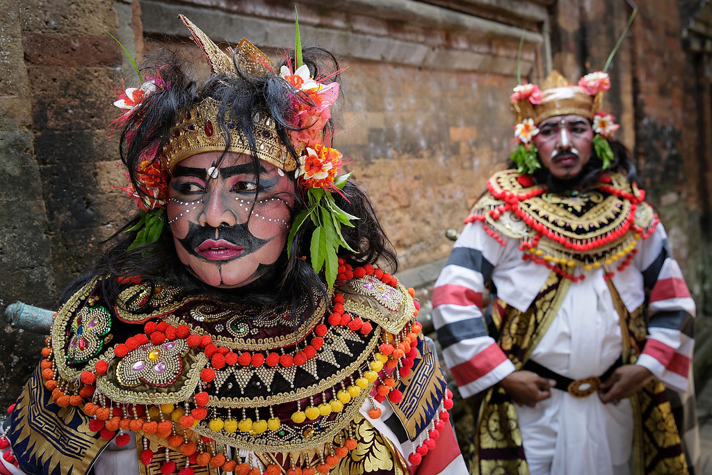 . Balinese dancers waiting to perform the classical Gambuh dance during the Royal cremation ceremony on November 1, 2013 in Ubud, Bali, Indonesia. Tjokorda Istri Sri Tjandrawati is the late wife of Tjokorda Gde Putra Sukawati, head of Ubud\'s ruling family, who died at Mount Elizabeth Hospital on October 14, 2013 in Singapore at the age of 59. More than 100 people have been employed to build a 25 meter high tower which is used to carry the body of the deceased to the cemetery. The cremation ceremony is an important rite which is held for deceased members of the Puri Agung Ubud royal family to show respect to families and the local community. Balinese believe cremation is a purification ceremony that returns Panca Maha Butha (five elements in the universe that formed life) and is also believed to release the body\'s spirit so that they may reincarnate. (Photo by Agung Parameswara/Getty Images)
