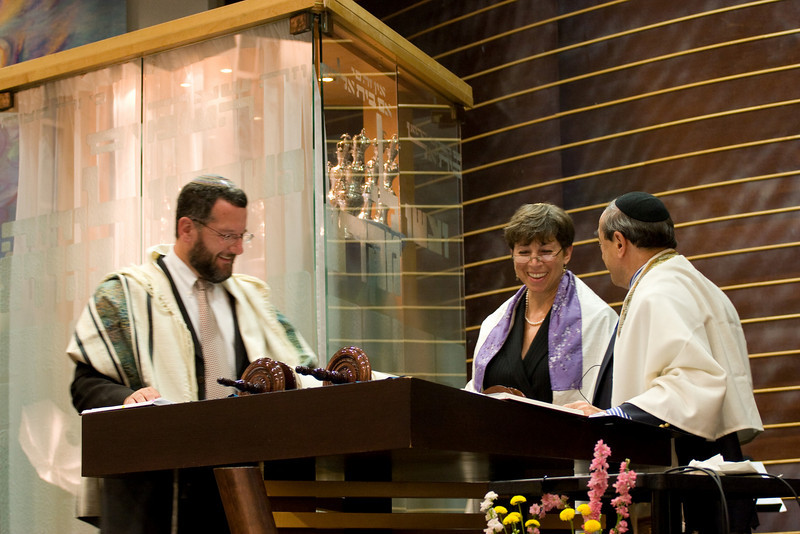Leesa Fields reads from the new Torah -- Siyum HaTorah -- Beth El's Project 613: Writing a Torah