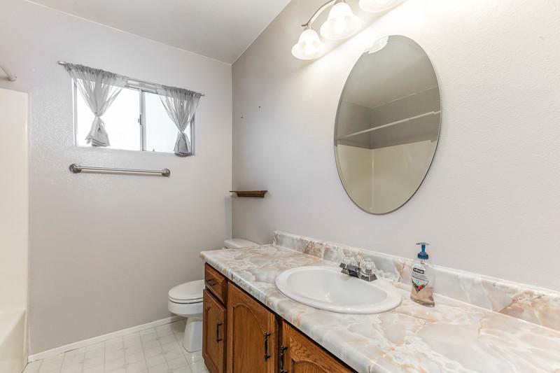 1728 Westfield 17 Guest Bathroom.jpg