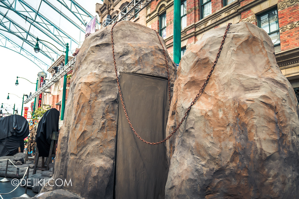 Halloween Horror Nights 7 Before Dark 2 Preview Update / Pilgrimage of Sin scare zone - rocks with chains