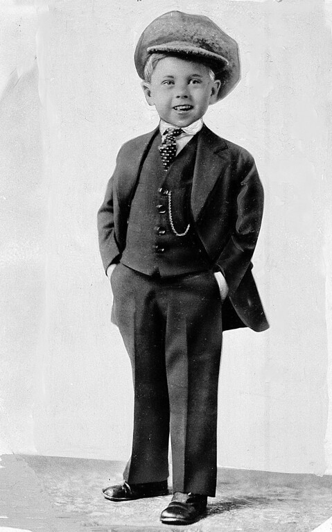 . Child star Mickey Rooney poses for a promotional photo at age 5 in this photo dated about 1925. (AP Photo/File)