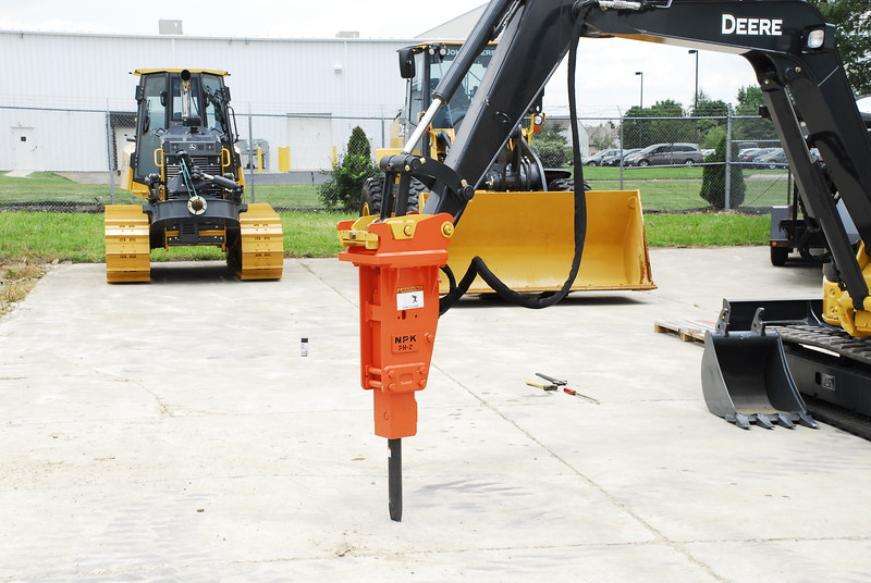 NPK PH2 hydraulic hammer with standard bracket on Deere mini excavator (4).JPG