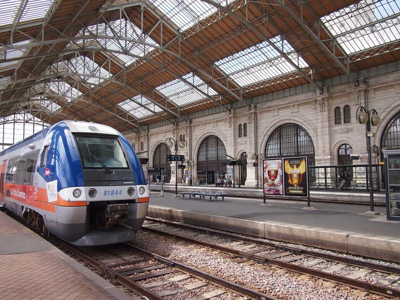 P7246036-train-at-la-rochelle.JPG