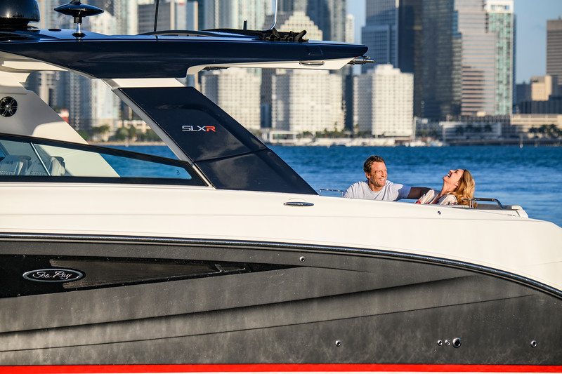 2020-SLX-R-400-e-Outboard-lifestyle-27.jpg