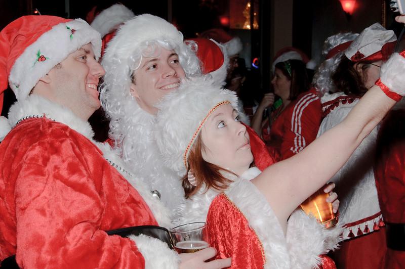2009 ALS Santa Crawl-79.jpg