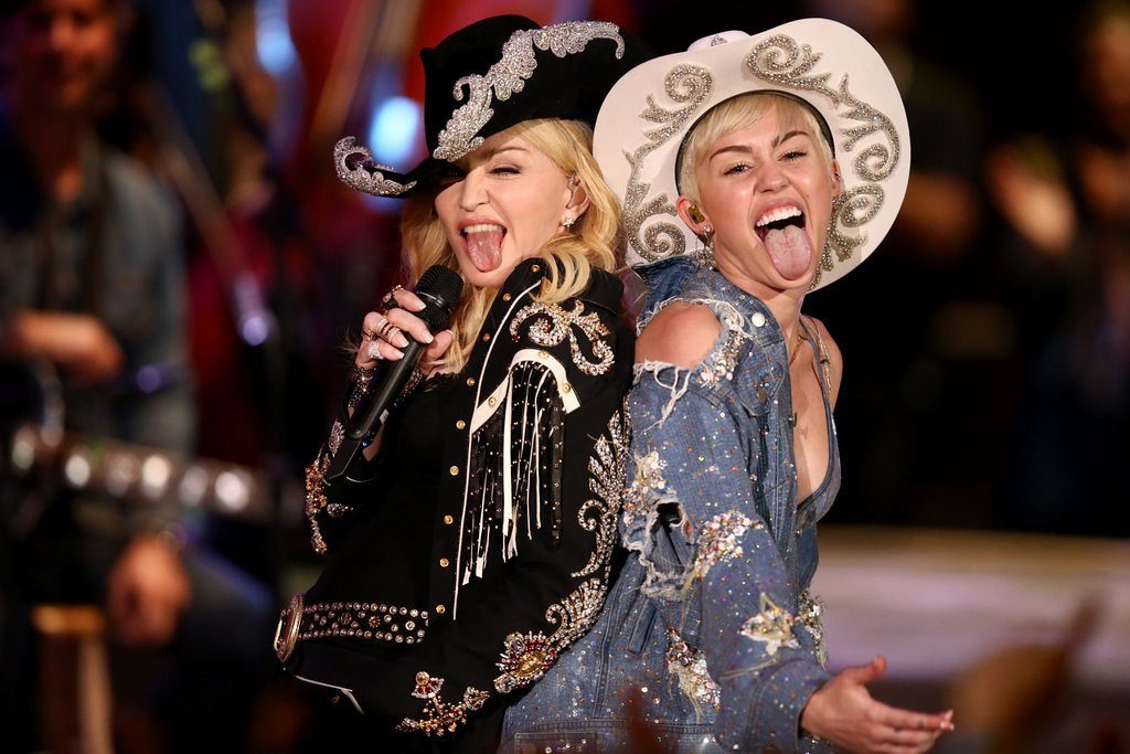 """. <p>10. (tie) MADONNA & MILEY CYRUS <p>Would have locked lips on MTV�s �Unplugged,� but their tongues got in the way. (previous ranking: unranked) <p><b><a href=\'http://www.twincities.com/entertainment/ci_25016630/miley-cyrus-duets-madonna-mtv-special\' target=\""""_blank\""""> HUH?</a></b> <p>    (AP Photo/Sandy M. Cohen)"""