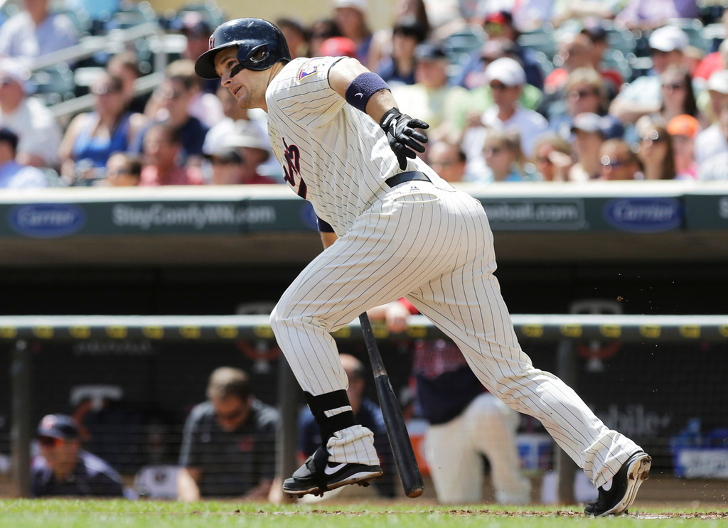 . Minnesota Twins\' Josh Willingham watches his RBI single off Chicago White Sox pitcher Dylan Axelrod during the first inning. (AP Photo/Jim Mone)