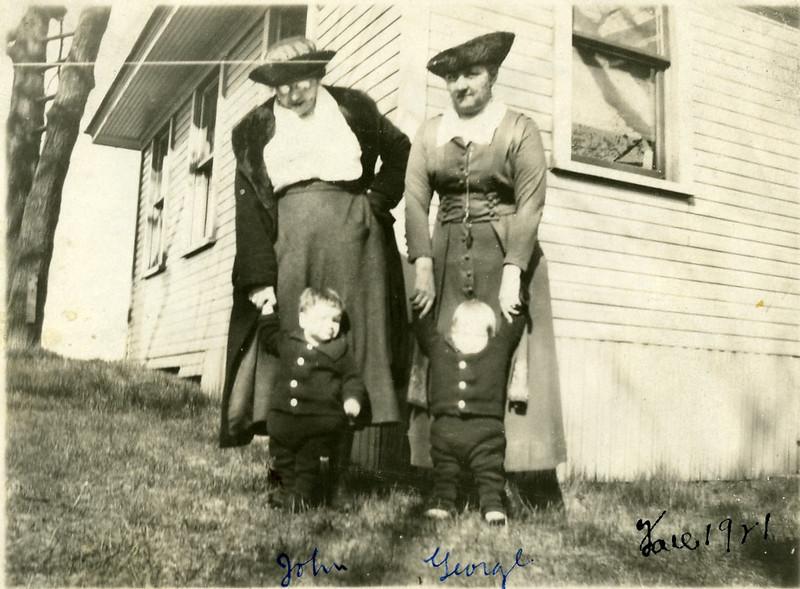John & George 19210029.jpg