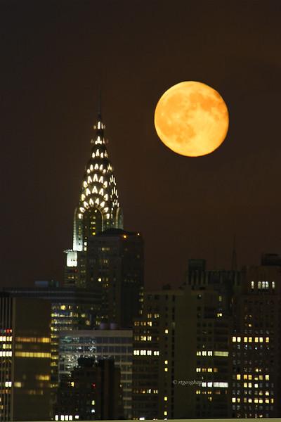 August 2_NYC-ChryslerBldg-Moonrise_9625.jpg