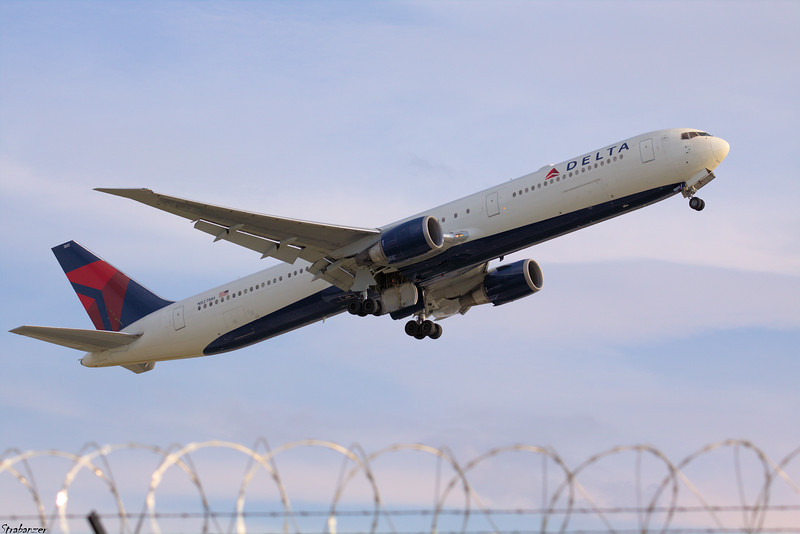 Boeing 767-400  N827MH   s/n 29705 Delta Air Lines Taking Off for Barcelona  KATL, GA, USA  09/29/2018 This work is licensed under a Creative Commons Attribution- NonCommercial 4.0 International License.