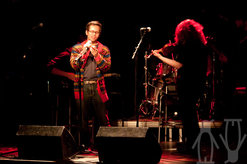 Jam i Teglverket. Nils leser dikt og Ingeborg akkompagnerer med fiolin og sang.