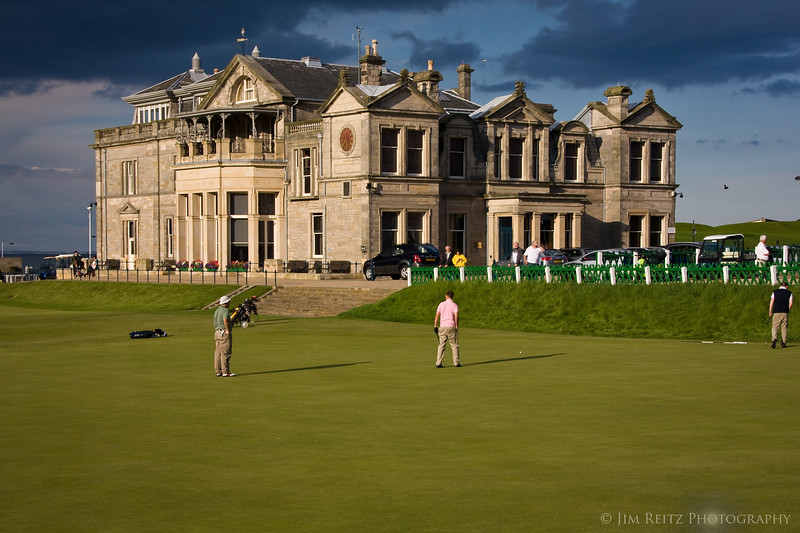 St. Andrews Old Course, 18th green and Royal & Ancient clubhouse building.