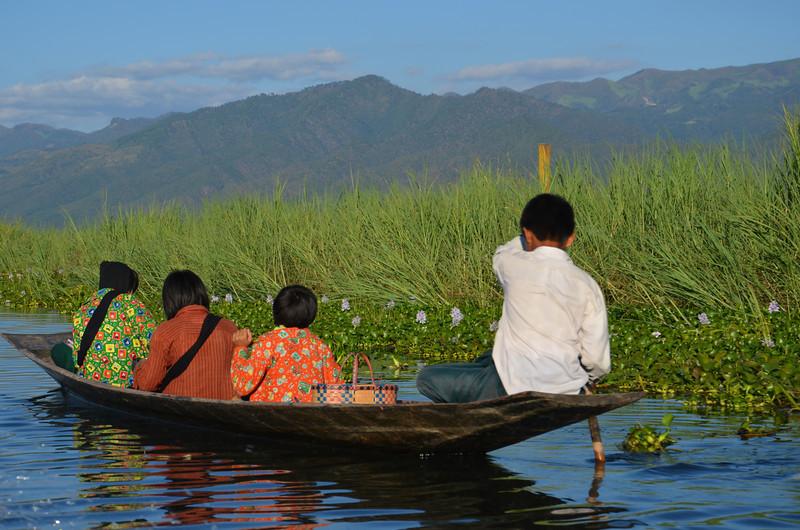 DSC_4423-paddle-boat-passengers.JPG