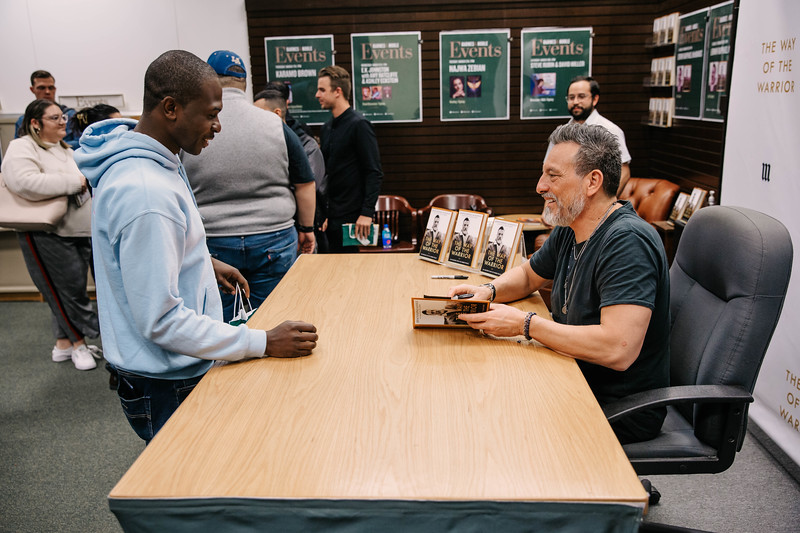 2019_2_28_TWOTW_BookSigning_SP_526.jpg