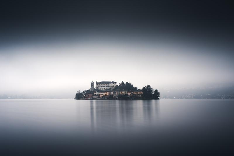 Nebbia a Orta San Giulio