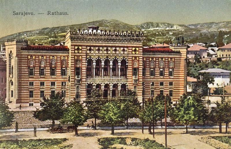 Gradska Vijećnica 1912. gdine. Sagradjena je 1895. u pseudomaurskom stilu prema projektu arhitekata Aleksandra Viteka i Ćirila Ivekovića