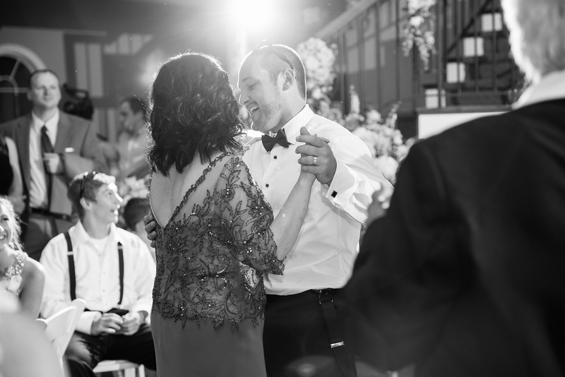 1186_Josh+Lindsey_WeddingBW.jpg