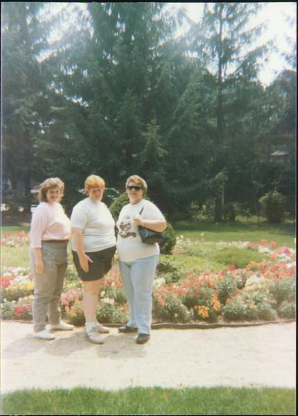 Samantha, Joyce, Mom