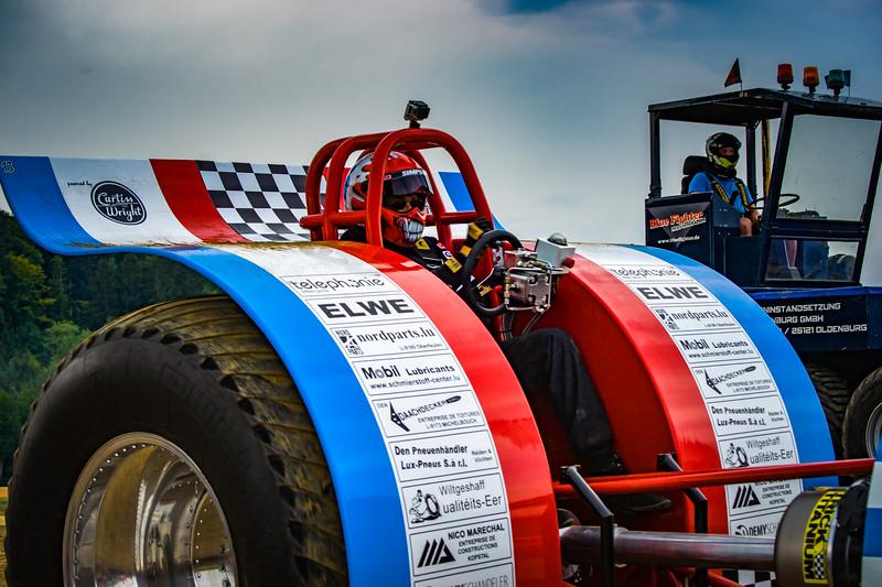 Tractor Pulling 2015-02405.jpg