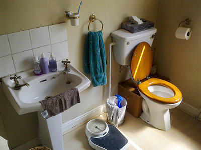 Davyhulme Rd, Bathroom renovation. By www.urmstonhandyman.co.uk