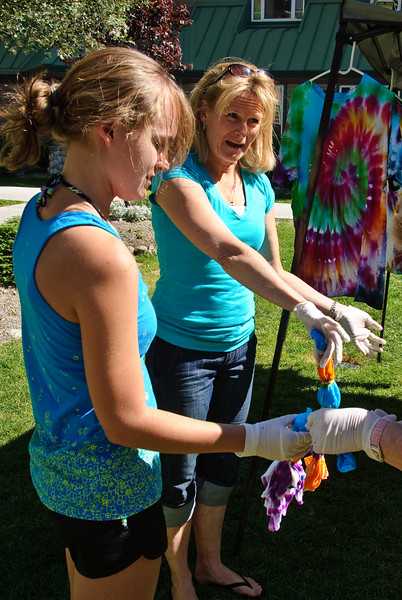 Laurie and Heather doing tye die.