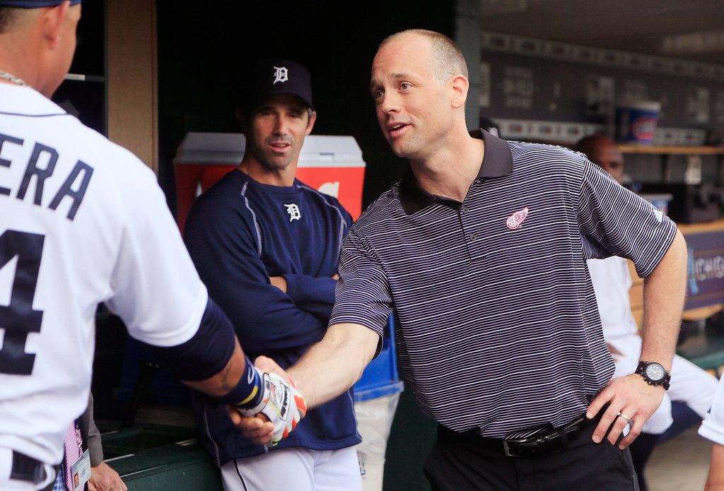 . Detroit Red Wings coach Jeff Blashill meets with Detroit Tigers first baseman Miguel Cabrera and manager Brad Ausmus, center, before the Tigers\' baseball game against the Chicago Cubs on Tuesday, June 9, 2015, in Detroit. (AP Photo/Carlos Osorio)